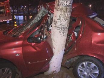 desolado com fechamento de site, poste dirige embriagado e se envolve em acidente de carro.