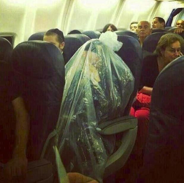 Demais passageiros não se assustaram com a tarifa mais barata de bagagem, já que o cliente era um mala sem alça.