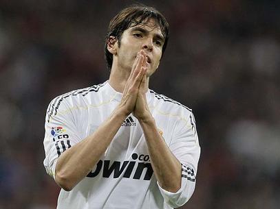 Kaká agradece por ter se livrado de seu púbis mas não sabe como fará, de agora em diante, para ir ao banheiro.