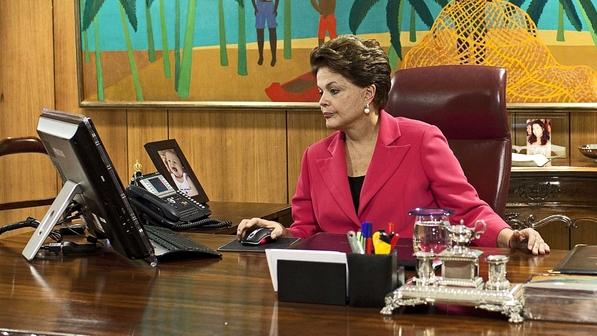 Dilma já usa, em seu gabinete, todos os gadgets comprados pela internet, mais baratos e sem sair do país.