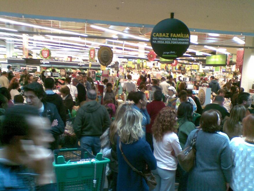 Até agora não se sabe se a multidão no Mundial era uma manifestação ou o movimento normal do supermercado.