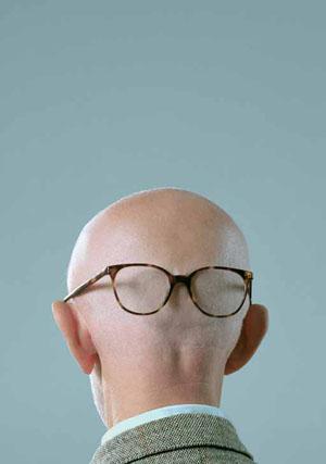 Mr. Børgman tentou, em vão, se lembrar de onde havia deixado os óculos, antes do início da entrevista.