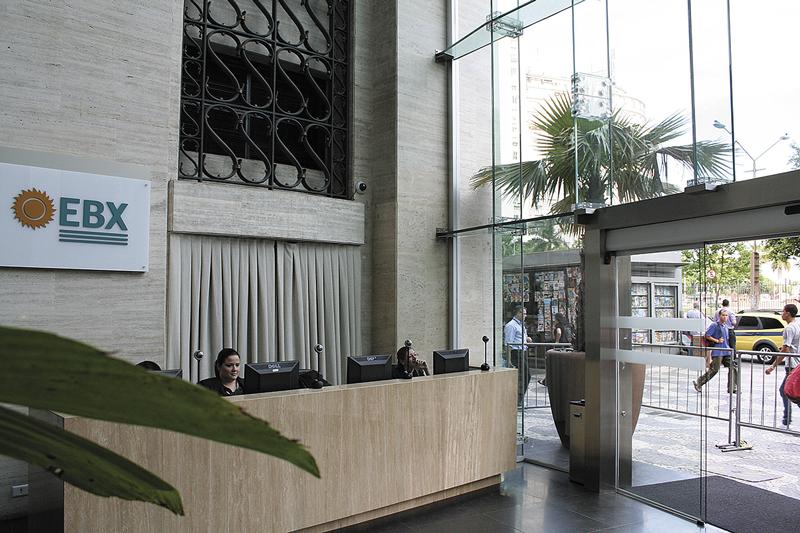 Sede da EBX na Cinelândia foi deixada intacta pelos vândalos: computadores e recepcionistas da imagem foram doados pelos Black Blocs.