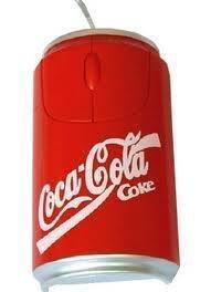 Imagem forte mostra o flagrante do objeto encontrado dentro do refrigerante.