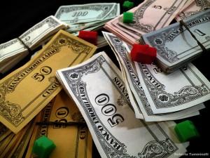 Notas de mentira do banco imobiliário valorizam e já são aceitas até mesmo por vendedores de crack